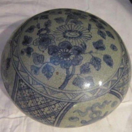 Vintage Oriental Porcelain Covered Bowl