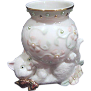 Lenox White Cat with Vase with Flowers and Pearls