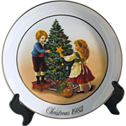 "Avon Christmas Plate Second Edition 1982 ""Keeping the Christmas Tradition"""