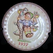 Hummel Annual Plate 1977 Apple Tree Boy in Bas-relief