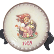 Hummel Annual Plate in Bas-relief 1985 Girl with Chicks