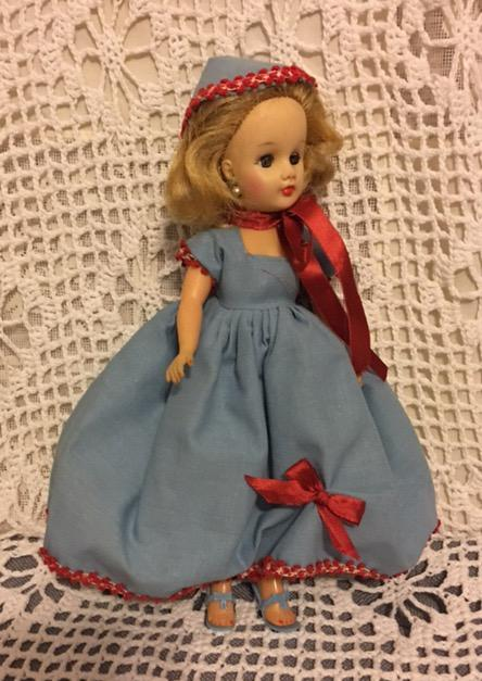 Two Piece Outfit For Small Fashion Dolls 1050s From