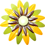 Large 1960s Pop Enamel Flower Brooch in Yellow and Green