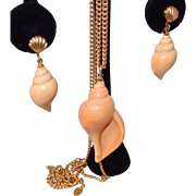 Avon Plastic Resin Sea Shell Necklace Earring Set