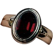 Stylish Antique Flat-Top Red Garnet Gold UNISEX Ring