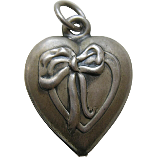 """Vintage Ribbon and Bow """"Avery"""" Sterling Heart Charm"""