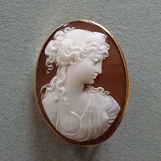 Beautiful Early 1900s Cleopatra Carved Shell Cameo 9k Gold Brooch