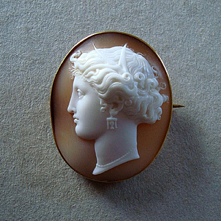 Antique Victorian Carved Shell Cameo Persephone 18k Gold Brooch
