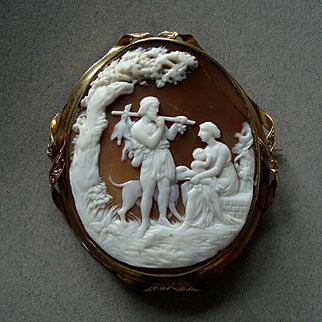 Large Victorian Carved Shell Thorvaldsen 'Autumn' Cameo 9K Gold Brooch