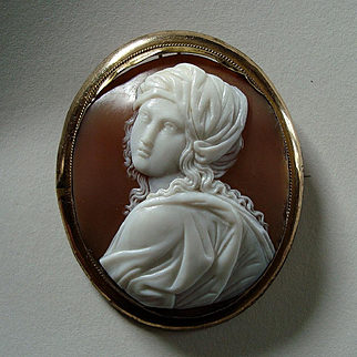 Fine Antique Victorian Carved Shell Cameo of Beatrice Cenci