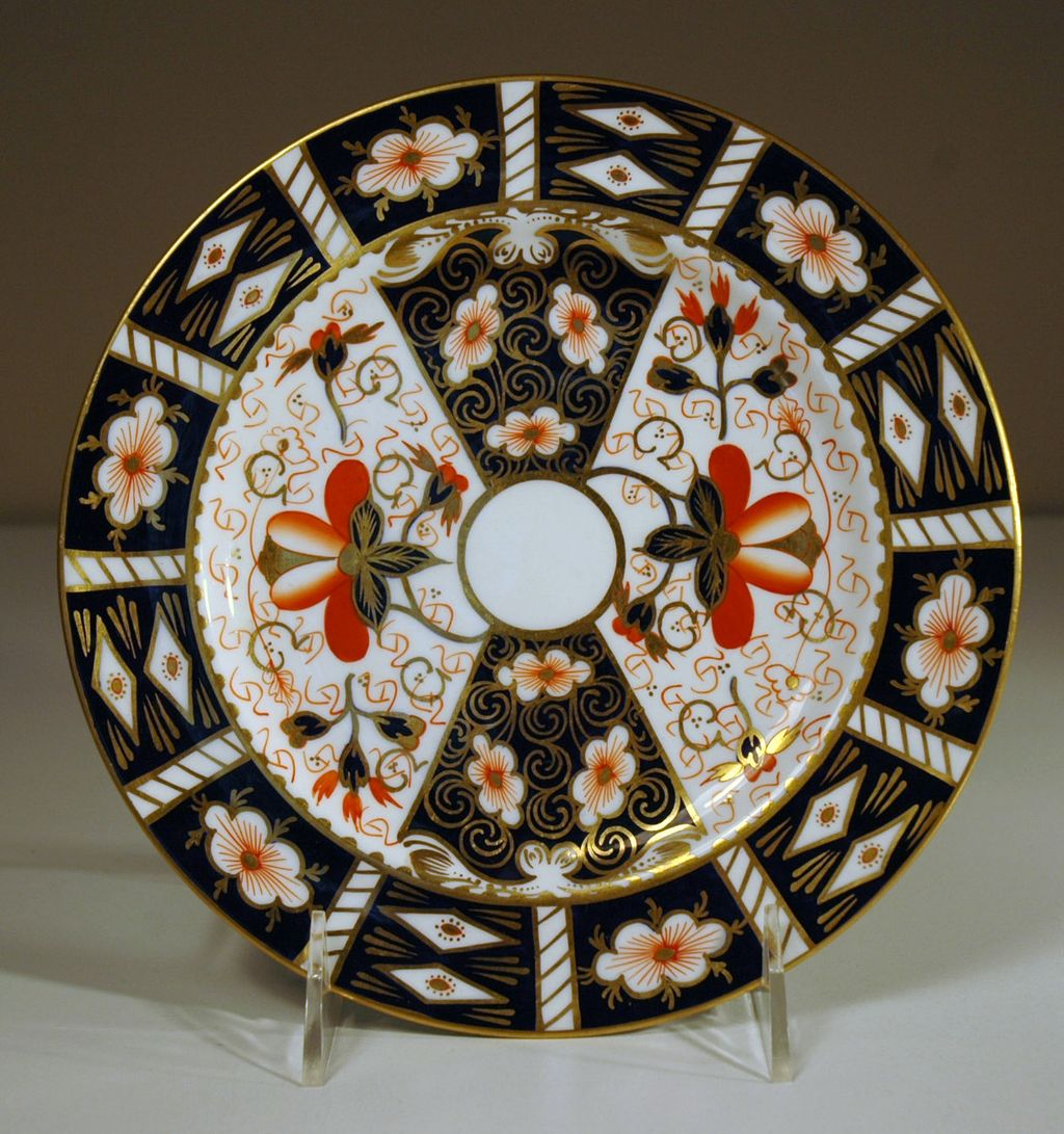 dating royal crown derby plates A collection of english cabinet plates dating from the early 19th century to include a cnton china plate ,  a hammersley dish and a royal crown derby spoon and dish.