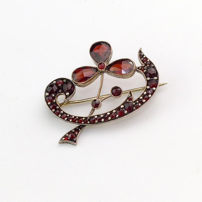 Lovely garnet clover brooch from vininghill on ruby lane for Vancouver island jewelry designers