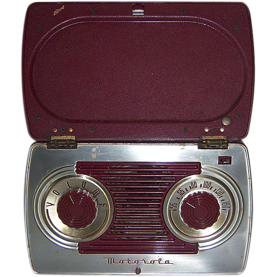 Motorola Portable AM Radio in Bakelite and Steel Case 1947