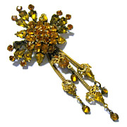 Amber, Citrine Colored Brilliants Trefoil Brooch, Matching Chain Dangles