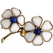 Poured Glass White Flower Unsigned Trifari 3 Inch Fur Clip Brooch