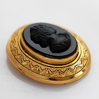 Victorian Black Cameo Bevel Set in Rich Gold-plated Ornate Setting