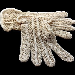 Vintage Crocheted 1940s Gloves Wrist Length