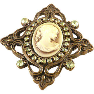 Cameo Pin Pendant 1928 Jewelry Company Vintage