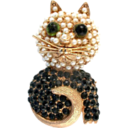 28640a - Vintage HOLLYCRAFT Black Rhinestones & White Pearls CAT Figural Pin