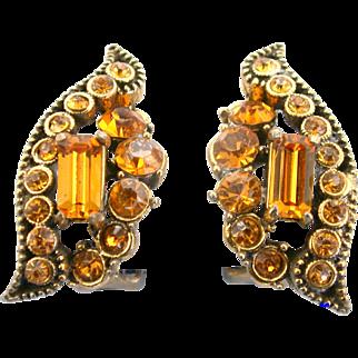29208a - Vintage Hollycraft 1955 Topaz Color Rhinestones Clip Earrings