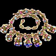 29756a - HOLLYCRAFT 1957 Multi Pastel Scrolled BIB Style HOLLYCRAFT Necklace