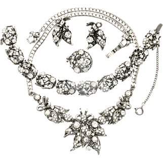 30094a - Hollycraft 1953 Crystal Flowers Necklace Bracelet Pin & Earrings Set