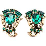 30689a - Signed HOLLYCRAFT 1953 Emerald & Simulated Half Pearls Earrings Set