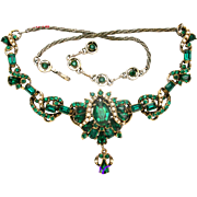 31831a - Signed Hollycraft 1953 Emerald Green & Faux Pearls Dangle Necklace