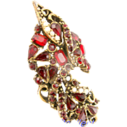 32572a - Signed HOLLYCRAFT 1953 Red Stones & Creamy Pearls Brooch/Pin