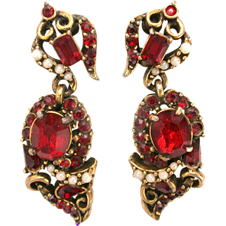32629a - Signed HOLLYCRAFT 1953 Red & Faux Half Pearls Dangle Earrings Set