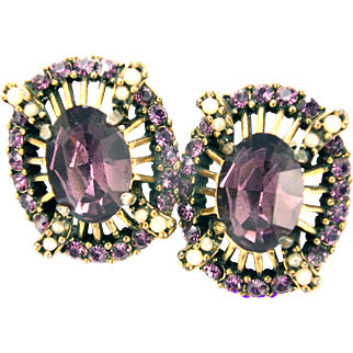 32646a - Signed HOLLYCRAFT 1953 Amethyst & Simulated Half Pearls Earrings Set