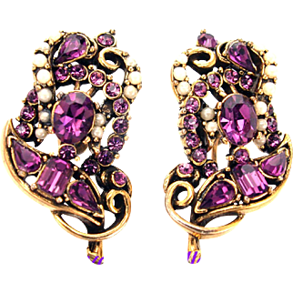 32658a - Signed HOLLYCRAFT 1953 Amethyst & Simulated Half Pearls Earrings Set