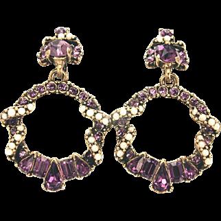 32667a - Signed HOLLYCRAFT 1953 Amethyst & Faux Half Pearls Drop Dangle Earrings Set