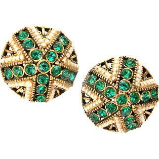 32697a - Signed Hollycraft 1954 Emerald Flower & Faux Pearls Clip Earrings