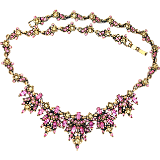32704a - Signed Hollycraft 1950 Jonquil Flower & Oval Pink Stones Necklace