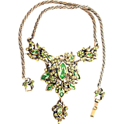 32862a - Signed HOLLYCRAFT 1950 Peridot Green Medallion Necklace With Pendant