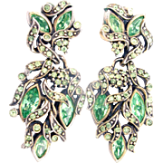32864a - Signed Hollycraft 1950 Peridot Green Stones Screw Back Dangle Earrings