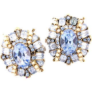 32885a - Signed HOLLYCRAFT 1953 Light Sapphire & Simulated Half Pearls Earrings Set