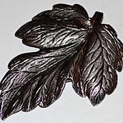 1970s Matte Silvertone Detailed Leaf Dress Clip