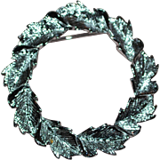 "Gerry's Silvertone Fall Leaf 1.5"" Circle Scarf Pin"