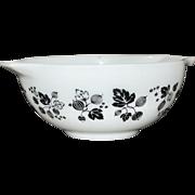 Pyrex Black Gooseberry 2.5 QT Cinderella Mixing Bowl