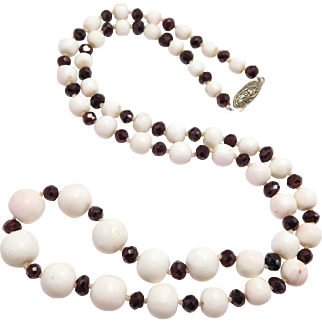 Victorian Garnet & Conch Shell Polished Beads Necklace