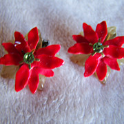REDUCED ~ POINSETTIA ~ Vintage Holiday Clip On Earrings.~ Practically New