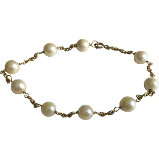 Cultural Pearls Bracelet On 14k Yellow Gold Circa 1960's