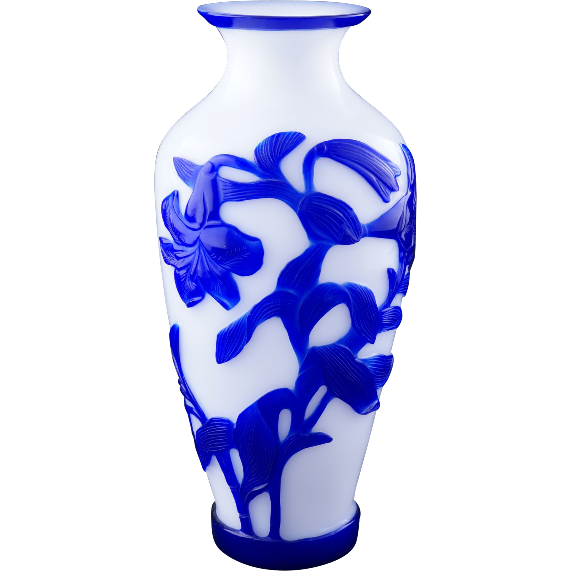 Early 20th century blue overlay chinese peking glass vase with lily from bear - Vase tube verre transparent ...