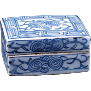 Chinese blue and white porcelain lidded box circa 1900