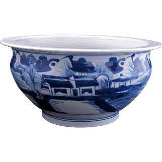 Large Chinese porcelain Canton ware blue and white large bowl 18th/19th century