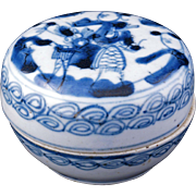Chinese porcelain blue and white porcelain cosmetic box 19th century