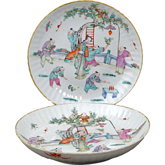 Matched pair of Chinese over glaze enamel porcelain plates Guangxu 19th century