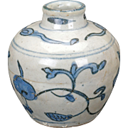 Chinese Ming blue and white porcelain jar 15th/16th century